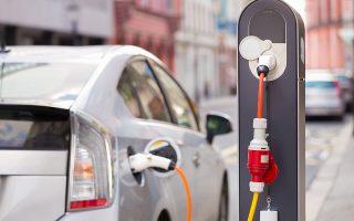 Οι ΗΠΑ ετοιμάζουν νομοσχέδιο για την ανάπτυξη ορυχείων λιθίου, γρανίτη και άλλων μεταλλευμάτων, που είναι απαραίτητα στην εφοδιαστική αλυσίδα των ηλεκτροκίνητων αυτοκινήτων και τα οποία από πολλούς θεωρούνται το πετρέλαιο του μέλλοντος.
