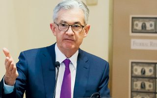 Ο επικεφαλής της Fed, Τζ. Πάουελ (φωτ.), τόνισε στην καθιερωμένη συνέντευξη Τύπου ότι ο χαμηλός πληθωρισμός οφείλεται πιθανώς σε «παροδικούς» παράγοντες και δεν υπάρχουν ισχυροί λόγοι για μείωση των επιτοκίων, εκφράζοντας την εκτίμησή του για σταδιακή ενίσχυση των πληθωριστικών πιέσεων, δεδομένης της ισχυρής αγοράς εργασίας και της συνεχιζόμενης ισχυρής ανάπτυξης της οικονομίας.