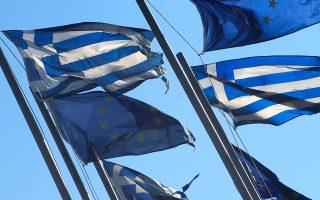 Το ετήσιο εισόδημα ενός μονοπρόσωπου νοικοκυριού που ανήκει στη μεσαία τάξη κυμαίνεται στην Ελλάδα μεταξύ 7.894 και 21.050 δολαρίων.