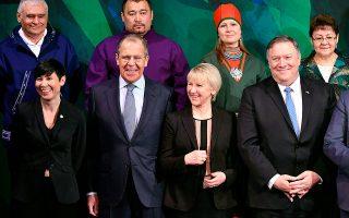 O Αμερικανός υπουργός Εξωτερικών Μάικ Πομπέο και ο Ρώσος ομόλογος του, Σεργκέι Λαβρόφ, στην υπουργική σύνοδο του Συμβουλίου της Αρκτικής. (Mandel Ngan/Pool via AP)