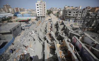 Ενα από τα πολλά κτίρια στην πόλη της Γάζας που καταστράφηκαν από τους αεροπορικούς βομβαρδισμούς του Ισραήλ στη διάρκεια του Σαββατοκύριακου.