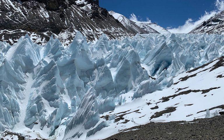 Ο επιβλητικός παγετώνας Rongbuk