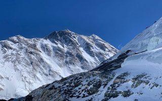«Βλέπαμε το βουνό από διαφορετική οπτική γωνία πλέον. Φαινόταν λες και πλέον βρισκόταν στα αριστερά μας», μας μεταφέρει ο Γιώργος. «Εστεκε πανέμορφο παρ' όλα αυτά».