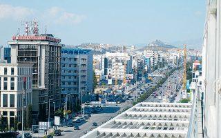 Η Trastor ανακοίνωσε την ολοκλήρωση της απόκτησης του χαρτοφυλακίου ακινήτων της Grupo Dolphin αντί ποσού 27,4 εκατ. ευρώ. Με την κίνηση αυτή θα προσθέσει στο χαρτοφυλάκιό της τέσσερα αυτοτελή κτίρια γραφείων, συνολικής επιφάνειας 21.700 τ.μ., σε Αθήνα, Μαρούσι, Κηφισιά και Αργυρούπολη.