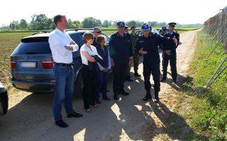 Η επικεφαλής της Europol Kαθρίν ντε Μπόλε, ο συνεργάτης της, αξιωματούχος της ευρωπαϊκής υπηρεσίας Robert Crepinko και η αντιστράτηγος της ΕΛ.ΑΣ. Ζαχαρούλα Τσιριγώτη, κατά την πρόσφατη επίσκεψή τους στον Εβρο.