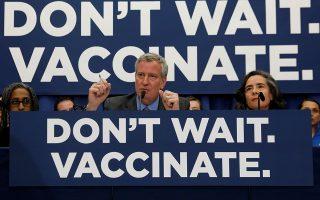 Ο δήμαρχος Νέας Υόρκης, Μπιλ ντε Μπλάζιο, επανειλημμένως κάλεσε τους πολίτες να εμβολιαστούν κατά της ιλαράς.