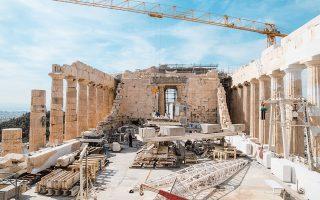 Ο βόρειος τοίχος του σηκού (δεξιά στη φωτογραφία) θα «σηκωθεί» με αρχαίους και νέους πλίνθους, όπως ήταν μετά τον βομβαρδισμό από τον Μοροζίνι.