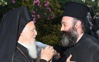 Ο Οικουμενικός Πατριάρχης κ.κ. Βαρθολομαίος με τον νέο Αρχιεπίσκοπο Αυστραλίας Μακάριο, ο οποίος θεωρείται «καθαρά πατριαρχική επιλογή».
