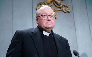 Ο Ρωμαιοκαθολικός αρχιεπίσκοπος Μάλτας, Τσαρλς Σικλούνα, προσέρχεται σε συνέντευξη Τύπου για να παρουσιάσει τον νέο νόμο περί σεξουαλικής κακοποίησης του Βατικανού.