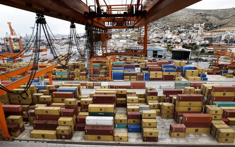 Η γραφειοκρατία μειώνει κατά 4 δισ. ευρώ τις εξαγωγές