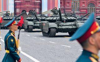 Με την καθιερωμένη στρατιωτική παρέλαση στην Κόκκινη Πλατεία της Μόσχας εορτάστηκε η επέτειος των 74 χρόνων από τη νίκη εναντίον της ναζιστικής Γερμανίας. Ο πρόεδρος Πούτιν εμφανίστηκε ανοικτός στη συνεργασία με τη Δύση εναντίον της τρομοκρατίας και του εξτρεμισμού.