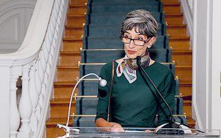 Η φιλόξενη οικοδέσποινα, Βρετανίδα πρέσβειρα Κέιτ Σμιθ.
