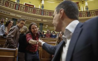 epa05281100 Leader of left-wing Podemos Party (We Can), Pablo Iglesias (L), greets the leader of Spanish Socialist Worker's Party (PSOE), Pedro Sanchez, at the end of the last plenary session of the current parliamentary term at the Parliament's Lower Chamber, in Madrid, Spain, 28 April 2016. The country will hold general elections on 26 June after political parties did not reach any agreement to form Government.  EPA/PACO CAMPOS