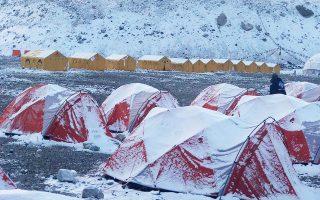 Η πρώτη βάση (Βase Camp) χιονισμένη μετά τον κυκλώνα Φάνι.