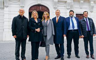 Συνάντηση ηγετών της ευρωπαϊκής Ακροδεξιάς στη Σλοβακία. Δεύτερος από δεξιά, ο Φαήλος Κρανιδιώτης, πρόεδρος της Νέας Δεξιάς. Αν δεν είναι η εθνική περηφάνια που σφύζει και τη φουσκώνει, τότε νομίζω ότι η Νέα Δεξιά χρειάζεται επειγόντως διαιτολόγο...