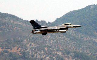 Ζεύγος τουρκικών F-16 πέταξε σε ύψος 27.000 ποδών πάνω από τις Οινούσσες και ένα από τα δύο F-16, αντί να επιστρέψει προς την Τουρκία, συνέχισε με πορεία προς τα δυτικά και πέταξε πάνω από τις βόρειες ακτές της Χίου.