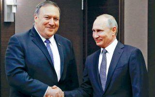 O Ντόναλντ Τραμπ «είναι αποφασισμένος να βελτιώσει» τις σχέσεις της χώρας του με τη Ρωσία. Αυτό διεμήνυσε ο Αμερικανός υπουργός Εξωτερικών Μάικ Πομπέο, στην πρώτη επίσκεψή του στη Ρωσία, προτού αρχίσει τις κατ' ιδίαν συζητήσεις με τον Ρώσο ομόλογό του Σεργκέι Λαβρόφ και με τον πρόεδρο Βλαντιμίρ Πούτιν (φωτ.), στο Σότσι της Μαύρης Θάλασσας. Βέβαια, αγεφύρωτες αποδείχθηκαν, όπως αναμενόταν, οι θέσεις των δύο πλευρών για Βενεζουέλα και Συρία, ενώ δεν διεφάνη πρόοδος στο Ουκρανικό.