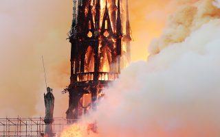 Θεωρίες συνωμοσίας στο Διαδίκτυο σχετικά με τη φωτιά στην Παναγία των Παρισίων.