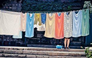 Η μπουγάδα έχει συχνά χρησιμοποιηθεί στην τέχνη με τον συμβολισμό της: τάξη, καθαριότητα, οικογένεια.