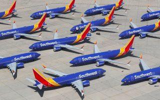 Καθηλωμένα στο έδαφος οκτώ αεροσκάφη Boeing 737 MAX της Southwest Airlines. Η Boeing είναι δεσμευμένη να επιστρέψει το Boeing 737 MAX ασφαλώς στους αιθέρες, ώστε το κοινό να ανακτήσει πλήρη εμπιστοσύνη σε αυτό το αεροπλάνο.