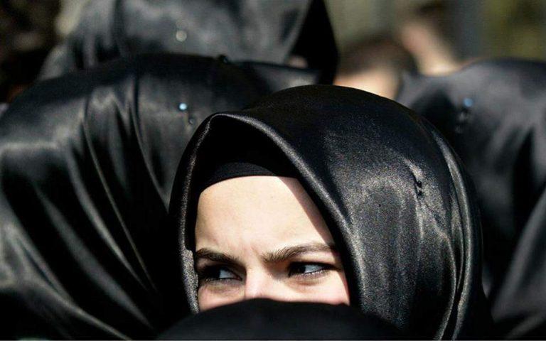 Γερμανία: Σκέψεις της κυβέρνησης για απαγόρευση της μαντίλας στις μαθήτριες