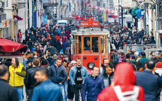 Οι τουρκικές επιχειρήσεις καλούνται να αντεπεξέλθουν σε ένα όλο και πιο επιδεινούμενο περιβάλλον, με την οικονομική δραστηριότητα στη χώρα να έχει συρρικνωθεί κατά 3% το δ΄ τρίμηνο του 2018.