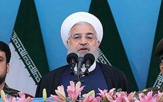 Ο Ιρανός πρόεδρος Χασάν Ροχανί εκφωνεί ομιλία στην Τεχεράνη με αφορμή την Ημέρα του Εθνικού Στρατού, στις 18 Απριλίου.