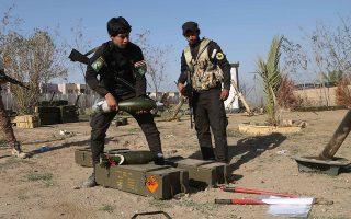 Μέλη σιιτικής, φιλοϊρανικής πολιτοφυλακής ετοιμάζονται να επιτεθούν εναντίον του Ισλαμικού Κράτους στην πόλη Τικρίτ του Ιράκ, τον Μάρτιο του 2015.