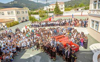Παράδοση Πυροσβεστικού Οχήματος Ταχείας Επέμβασης από τις Μαθητικές Κοινότητες της Εκπαιδευτικής Αναγέννησης στο ΣΕΑΔ.