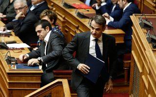 Γνώριζε ή όχι ο κ. Τσίπρας για τους νεκρούς την ώρα της σύσκεψης; Είχαν ή όχι την έγκρισή του όσα είπαν τρεις ημέρες αργότερα οι υπουργοί του περί  οργανωμένου σχεδίου εμπρησμών; Είναι ερωτήματα που αναμένεται να θέσει ο κ. Μητσοτάκης στην τριήμερη συζήτηση στη Βουλή.