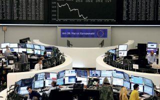 Ο δείκτης Dax στη Φρανκφούρτη (φωτ.) υποχώρησε κατά 1,61%. Σε νέο ιστορικό χαμηλό διολίσθησε η μετοχή της Deutsche Bank λόγω δημοσιεύματος των New York Times, βάσει του οποίου η γερμανική τράπεζα φέρεται να εμπλέκεται σε υπόθεση ξεπλύματος «μαύρου» χρήματος προς όφελος εταιρειών του Τραμπ και του γαμπρού του, Τζάρεντ Κούσνερ.
