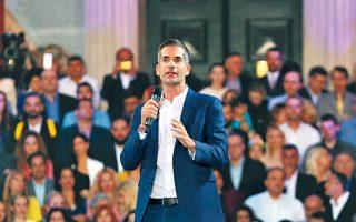 Για το κλείσιμο της ομιλίας του ο Κώστας Μπακογιάννης επέλεξε να απευθύνει μια ερώτηση στο πλήθος των συγκεντρωμένων. «Θέλουμε να φέρουμε την Αθήνα ψηλά. Είστε μέσα;».