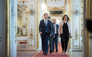 Ο καγκελάριος Κουρτς και ο πρόεδρος Φαν ντερ Μπέλεν αναζητούν διέξοδο στην πολιτική κρίση.