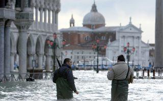 Πόλεις όπως η Βενετία κινδυνεύουν από τις εκτός ελέγχου εκπομπές διοξειδίου του άνθρακα και άλλων «αερίων του θερμοκηπίου».