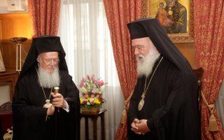 Στιγμιότυπο από παλαιότερη συνάντηση του Οικουμενικό Πατριάρχη Βαρθολομαίου με τον Αρχιεπίσκοπο Αθηνών Ιερώνυμο.