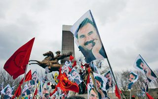 Εικόνα αρχείου από συγκέντρωση Κούρδων υπέρ του Οτσαλάν το 2015.