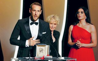 Ιδανικό ντεμπούτο έκανε στις Κάννες ο 27χρονος σκηνοθέτης Βασίλης Κεκάτος, φέρνοντας για πρώτη φορά στην Ελλάδα τον Χρυσό Φοίνικα στην κατηγορία ταινιών μικρού μήκους.