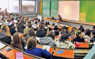Πολλοί πανεπιστημιακοί θεωρούν ότι η αμιγώς επαγγελματική εκπαίδευση δεν συνάδει με τον ακαδημαϊκό χαρακτήρα των ΑΕΙ. Αλλωστε, αποτελεί ερώτημα αν οι συμβασιούχοι διδάσκοντες θα κατέχουν διδακτορικό τίτλο.