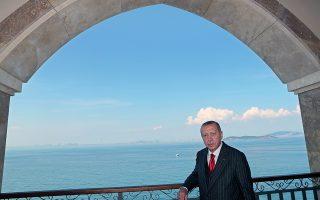 Ο Ρετζέπ Ταγίπ Ερντογάν στην Πλάτη, ένα από τα μικρότερα Πριγκηπόννησα, με φόντο τη Θάλασσα του Μαρμαρά.