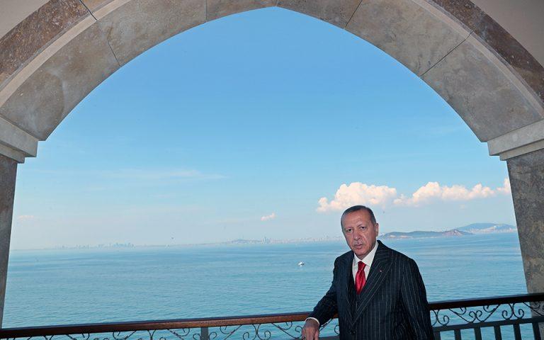 Ο Ερντογάν θυμίζει τα πραξικοπήματα του στρατού