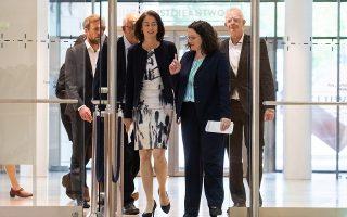 Η υπουργός Δικαιοσύνης Καταρίνα Μπάρλεϊ (αριστ.) και η επικεφαλής του SPD Αντρέα Νάλες στο Βερολίνο.