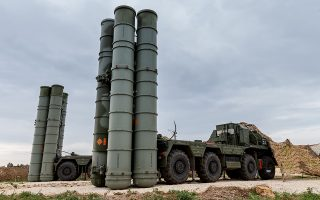 Το ενδεχόμενο απόκτησης των S-400 από τη Ρωσία εξακολουθεί να σκιάζει τις σχέσεις Τουρκίας - ΗΠΑ.