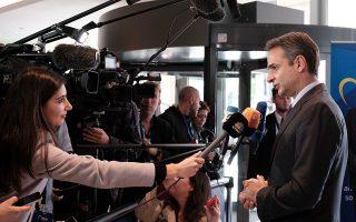 Ο Κυριάκος Μητσοτάκης κάνει δηλώσεις προσερχόμενος στη σύνοδο του ΕΛΚ στις Βρυξέλλες.