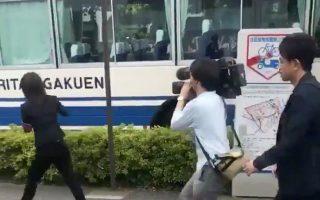 Δημοσιογράφοι συρρέουν  στον τόπο της φονικής επίθεσης στην πόλη Καβασάκι της Ιαπωνίας, με θύματα μικρά παιδιά.