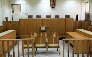 Τα δικαστήρια, που αναμένεται να ανοίξουν αμέσως μετά την ολοκλήρωση του δεύτερου γύρου των αυτοδιοικητικών και περιφερειακών εκλογών, ενόψει της επικείμενης ψήφισης των κωδίκων, κινούνται σε διαδικασίες, τουλάχιστον, στασιμότητας.