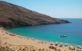 Στην προστατευόμενη παραλία της Βαγιάς το κάπνισμα θα επιτρέπεται μόνο σε μια συγκεκριμένη ζώνη, ενώ θα υπάρχει ένα άτομο όλο το καλοκαίρι που θα ενημερώνει τους λουόμενους.