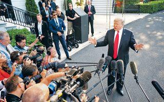 Το εγκώμιο των δύο επιφανέστερων υποστηρικτών του Brexit, του Νάιτζελ Φάρατζ και του Μπόρις Τζόνσον, έπλεξε ο Αμερικανός πρόεδρος Ντόναλντ Τραμπ, μιλώντας χθες σε δημοσιογράφους. Παράλληλα, κατηγόρησε για προκατάληψη τον ειδικό ανακριτή Ρόμπερτ Μιούλερ, τη στιγμή που τουλάχιστον 10 από τους 23 προεδρικούς υποψηφίους των Δημοκρατικών τάσσονται υπέρ της παραπομπής του.
