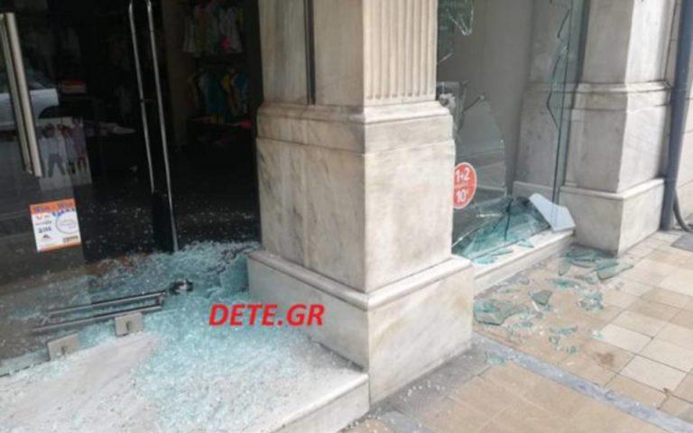 Ζημιές σε καταστήματα στο κέντρο της Πάτρας (φωτογραφίες)