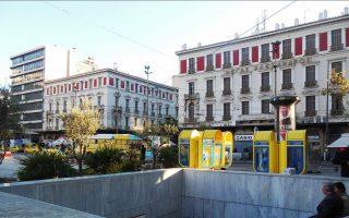 Τα δύο παλιά ξενοδοχεία, «Μ. Αλέξανδρος» και «Μπάγκειον», οικοδομήθηκαν τη δεκαετία του 1880 σε σχέδια Τσίλλερ.