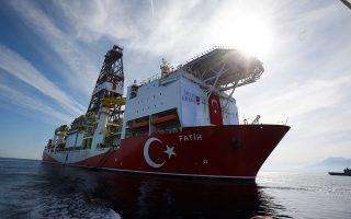 Αθήνα και Λευκωσία επιχειρούν να κρατήσουν ζωντανό το διεθνές ενδιαφέρον για τις τουρκικές παράνομες γεωτρήσεις στην κυπριακή ΑΟΖ.